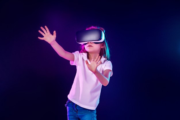 Exploring the Roles of Augmented and Virtual Reality In Education System